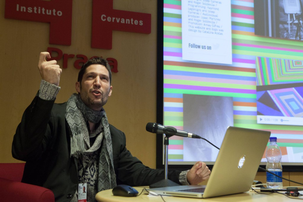 Arnau Gifreu presenting @ Doc Tank
